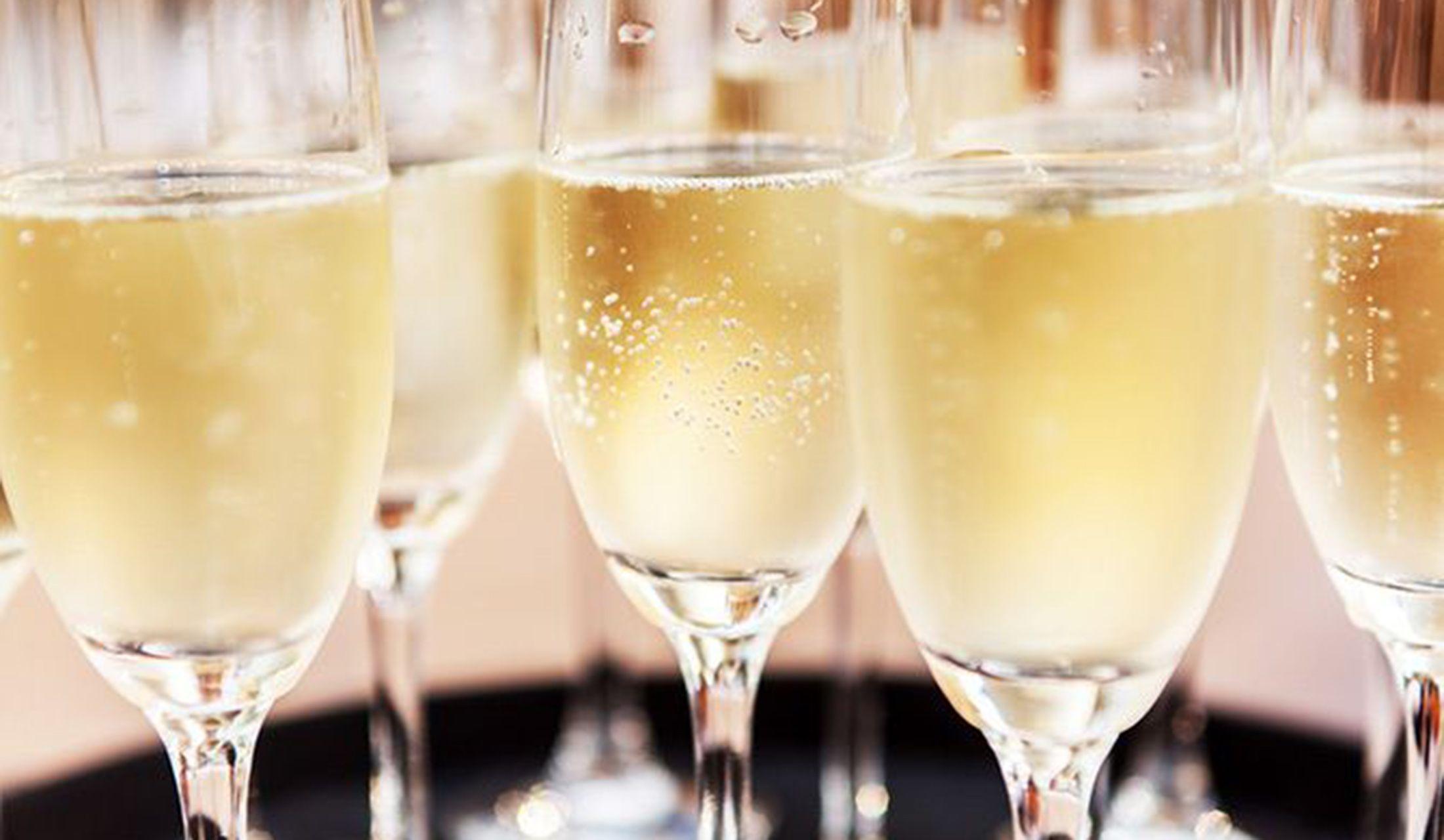 この冬シャンパンをもっと楽しむためトピックス、東京のバー&レストラン、手土産やおすすめグラスまで