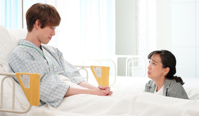 鐘子(杏さん/左)と丈(宮沢氷魚さん) ©日本テレビ