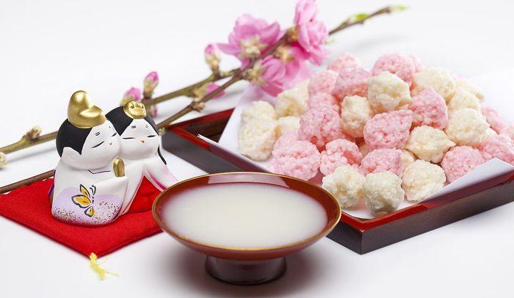 「白酒(しろざけ)」をひな祭りに飲む由来や意味は?中国の「白酒(パイチュウ)」との違いや飲み方から、甘酒と勘違いされる理由まで
