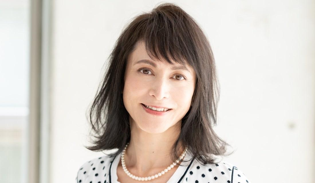 面長顔のミディアムヘア代表:大島 香さん(51歳/インテリアデザイナー)