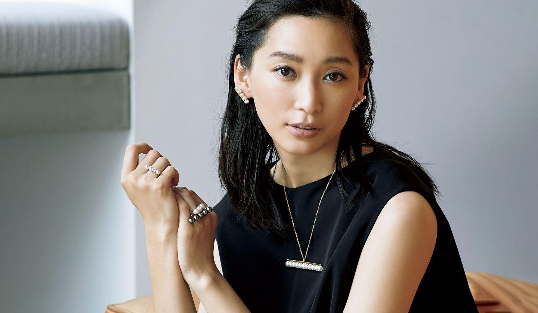 「TASAKI COLLECTION LINE(タサキ コレクション ライン)」のジュエリーを身に付ける女優の杏さん