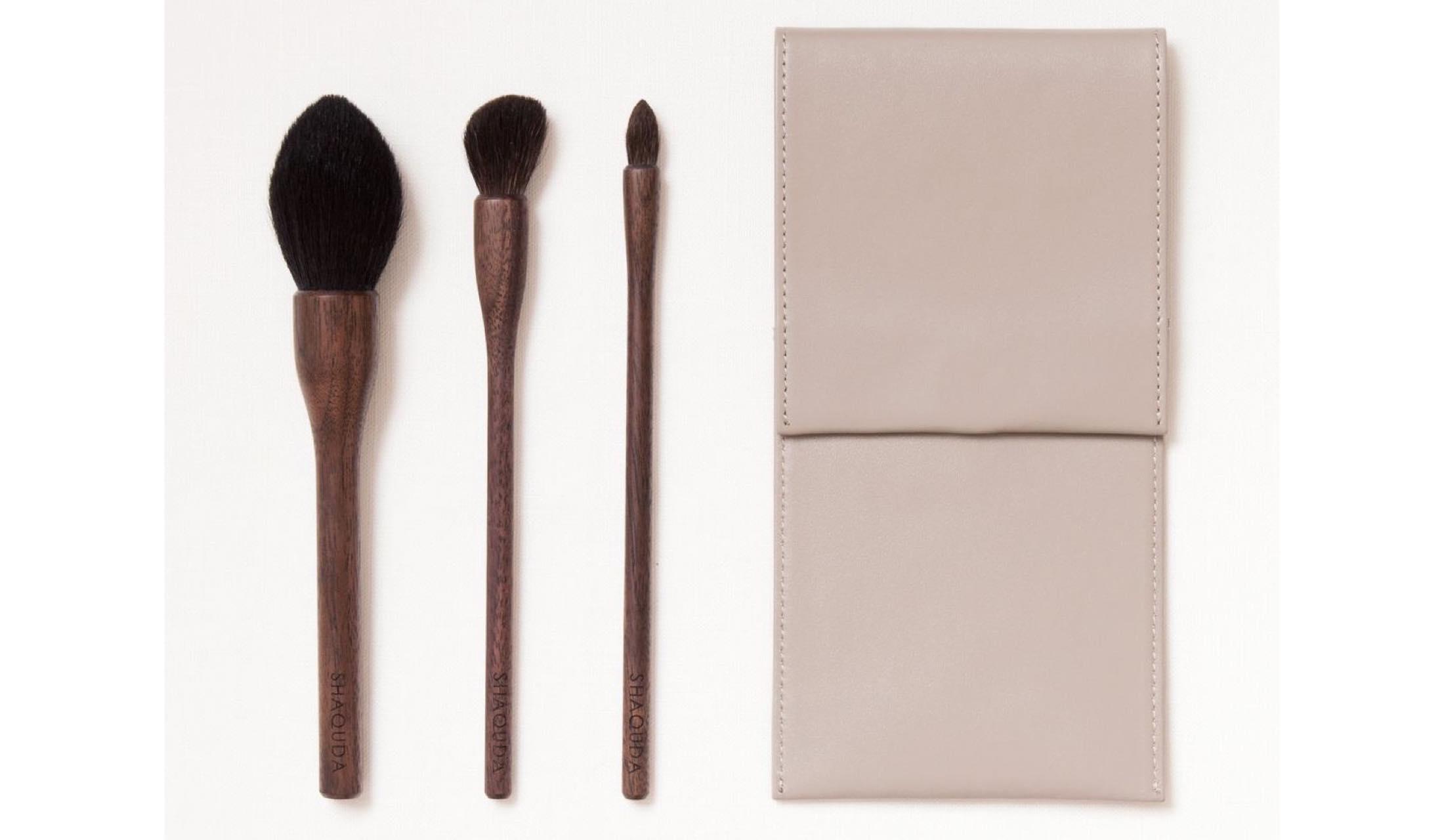桐箱に入ったギフトセット「UBU 3 Brushes & Case」