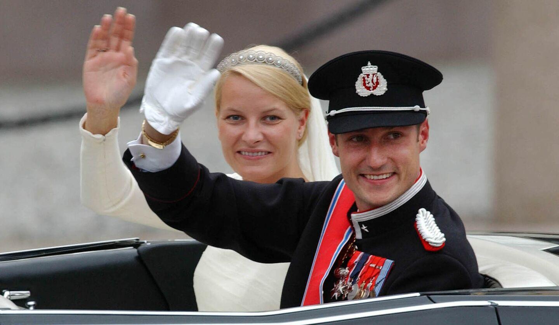 ノルウェーのKronprinsesse Mette-Marit(メッテ=マリット王太子妃)のオスロ大聖堂で執り行われた結婚式の様子