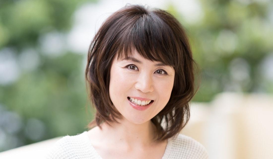 六本木美容室 白金店の副店長、田島沙智子さんが手がけたミディアムヘアの女性