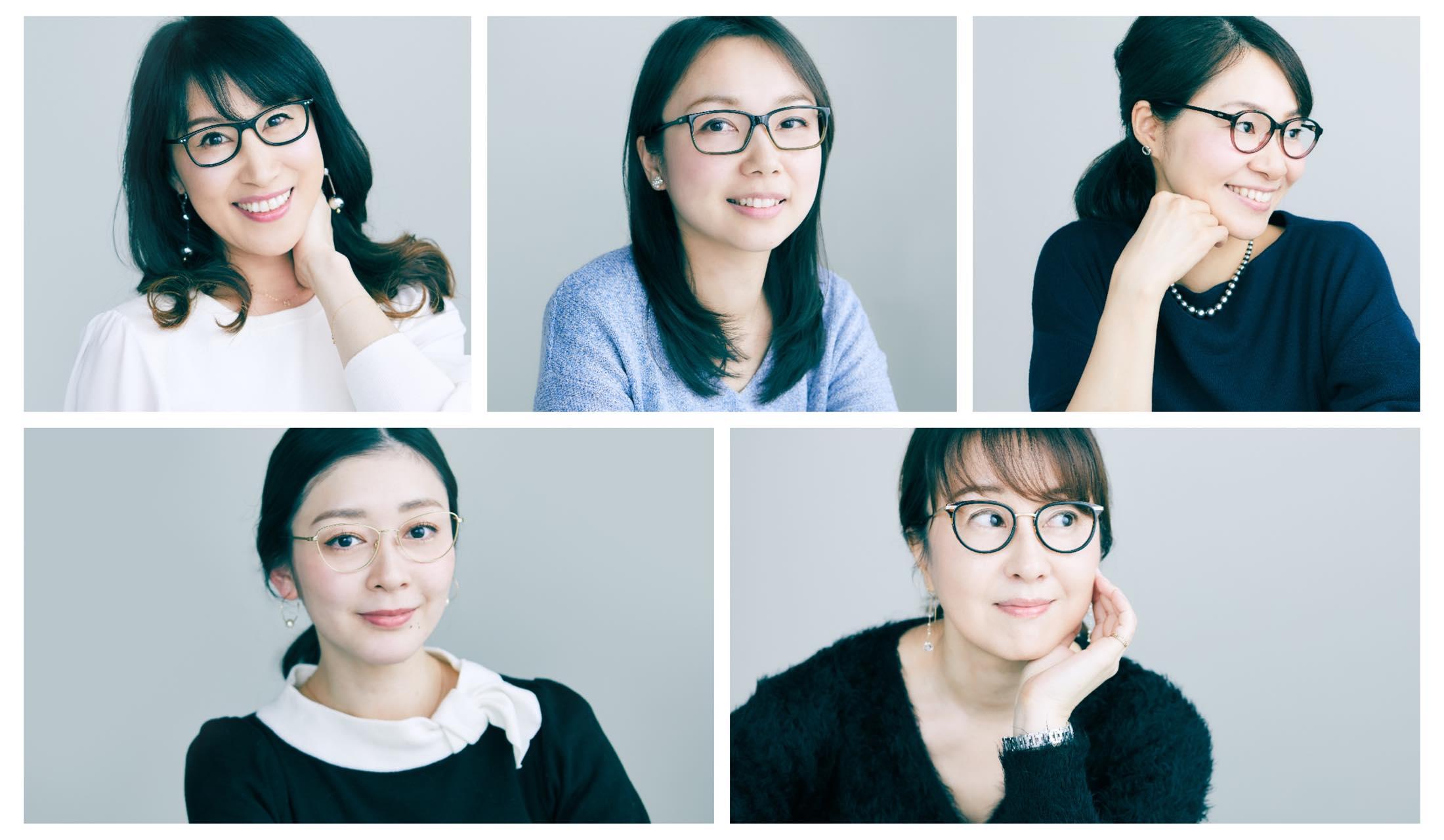 メガネを着用した美女5人のスナップ写真
