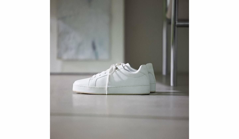 靴『ヌアージュ』¥100,000(ロロ・ピアーナ ジャパン)
