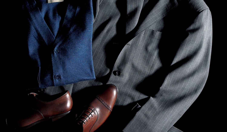 スーツ、ニット、靴
