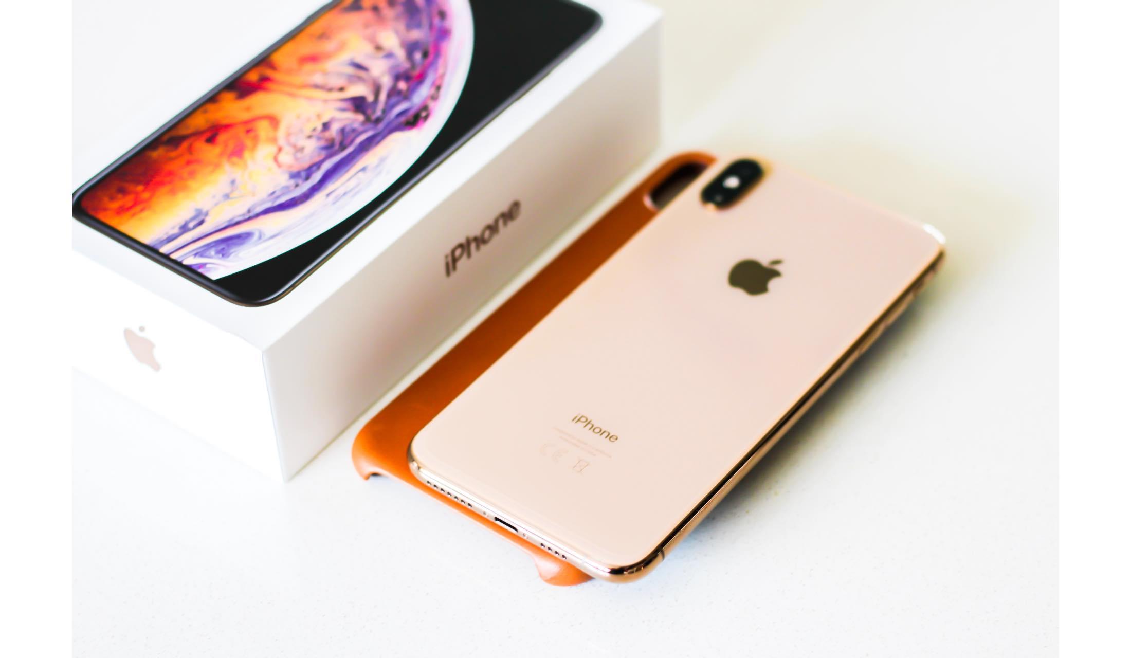 iPhone XSの外箱と実機