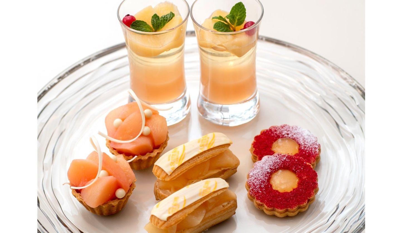 ヒルトン名古屋「夏のカラフルSUNNY DAY!アフタヌーンティーセット」で提供される「スイカのショートケーキ」と「チアシードプディング」の画像