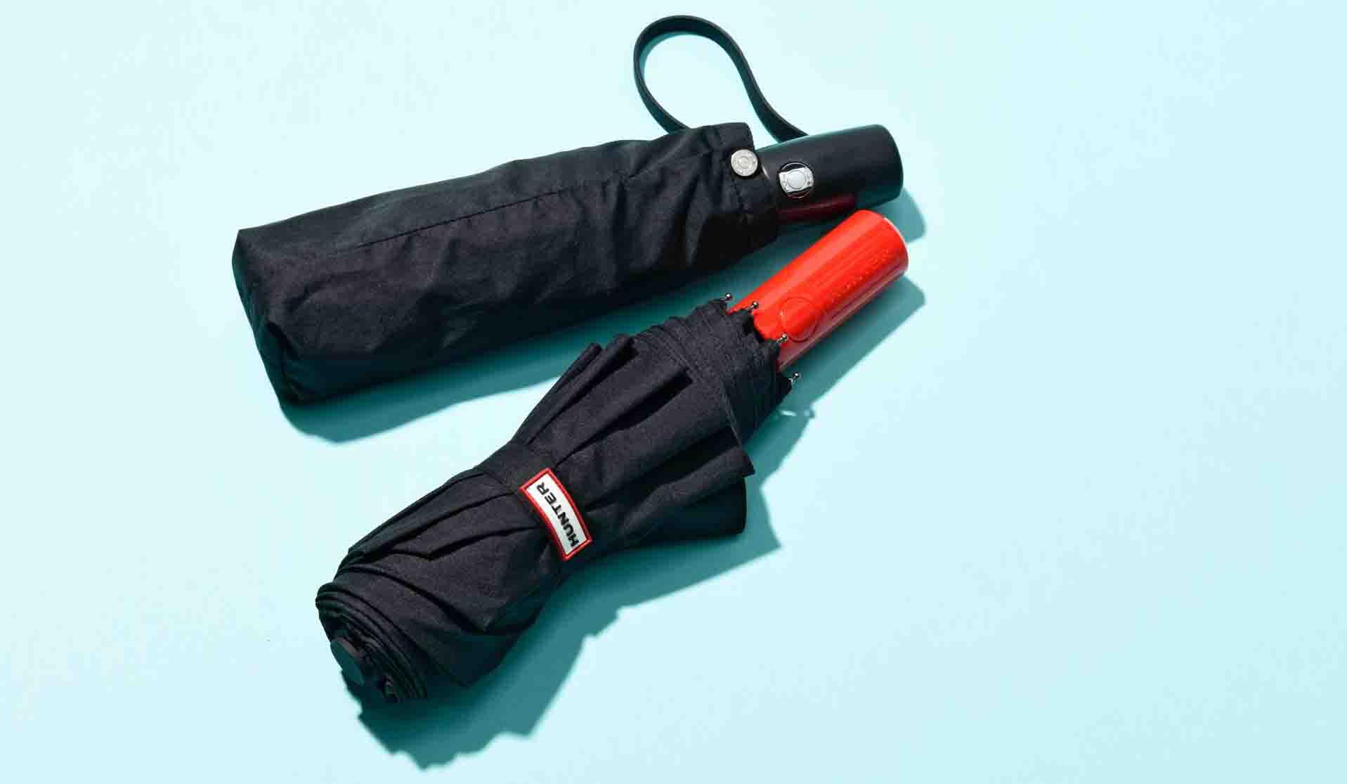 トゥミとハンターのワンプッシュ式折り畳み傘