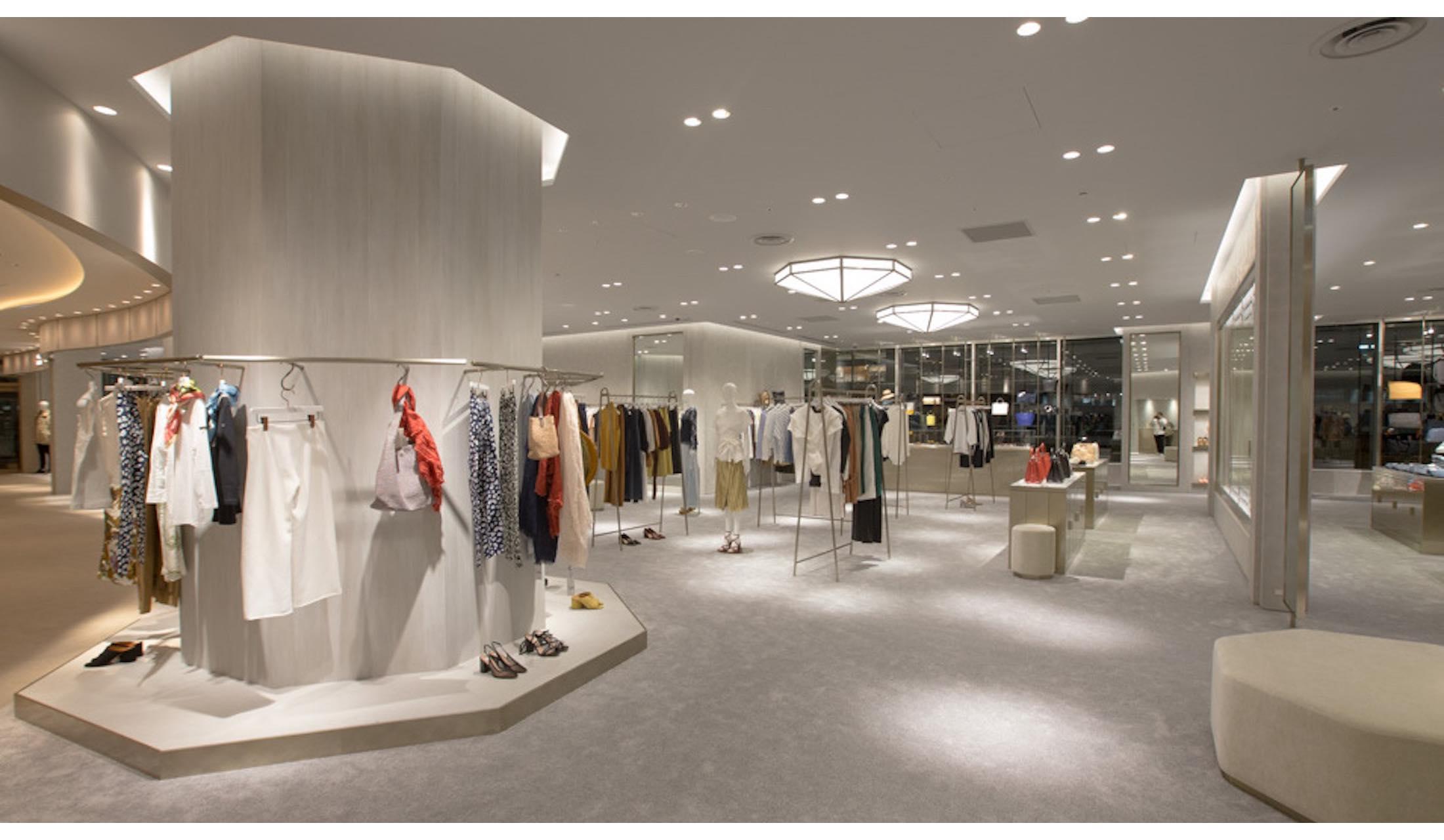 東京ミッドタウン日比谷内に属するタトラスの旗艦店とストラダ エストの複合店舗の内観写真
