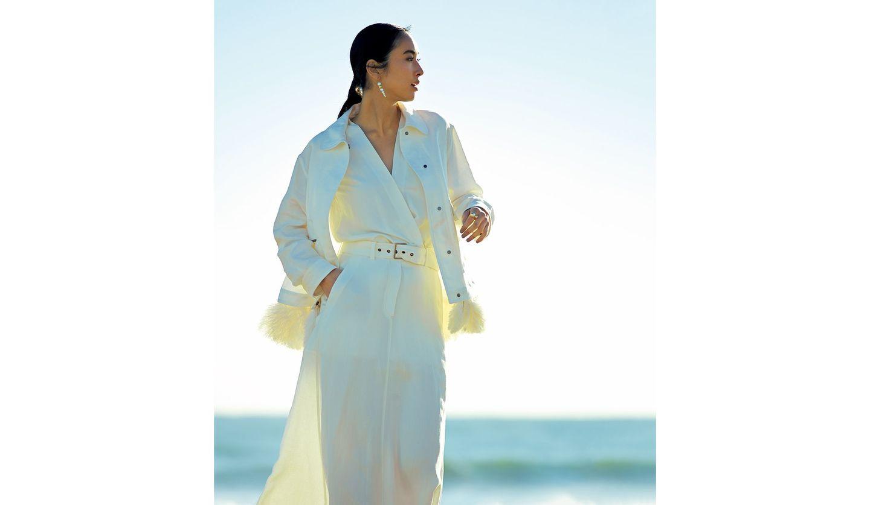 「ブルネロ クチネリ」のジャケット、ワンピースを着た女性