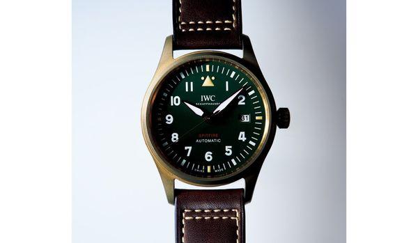 カジュアルコーデにIWCのメンズ時計を取り入れると、着こなしがかっこよく仕上がる!