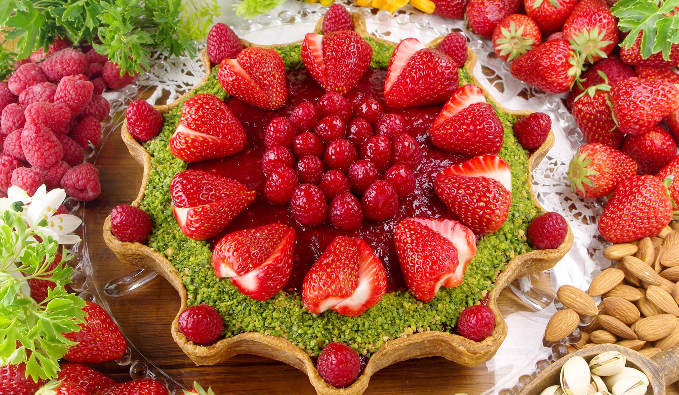 キル フェ ボンの金平糖型 赤いフルーツとピスタチオフィナンシェのタルト