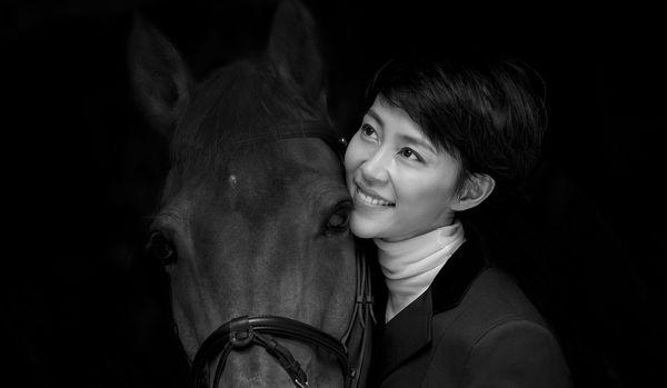 女優の木村佳乃さんが愛用!エルメスの「乗馬服」の美しさに心奪われて