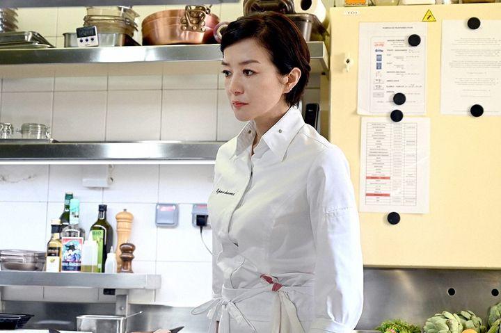 「グランメゾン東京」で早見倫子を演じる鈴木京香さん ©TBS