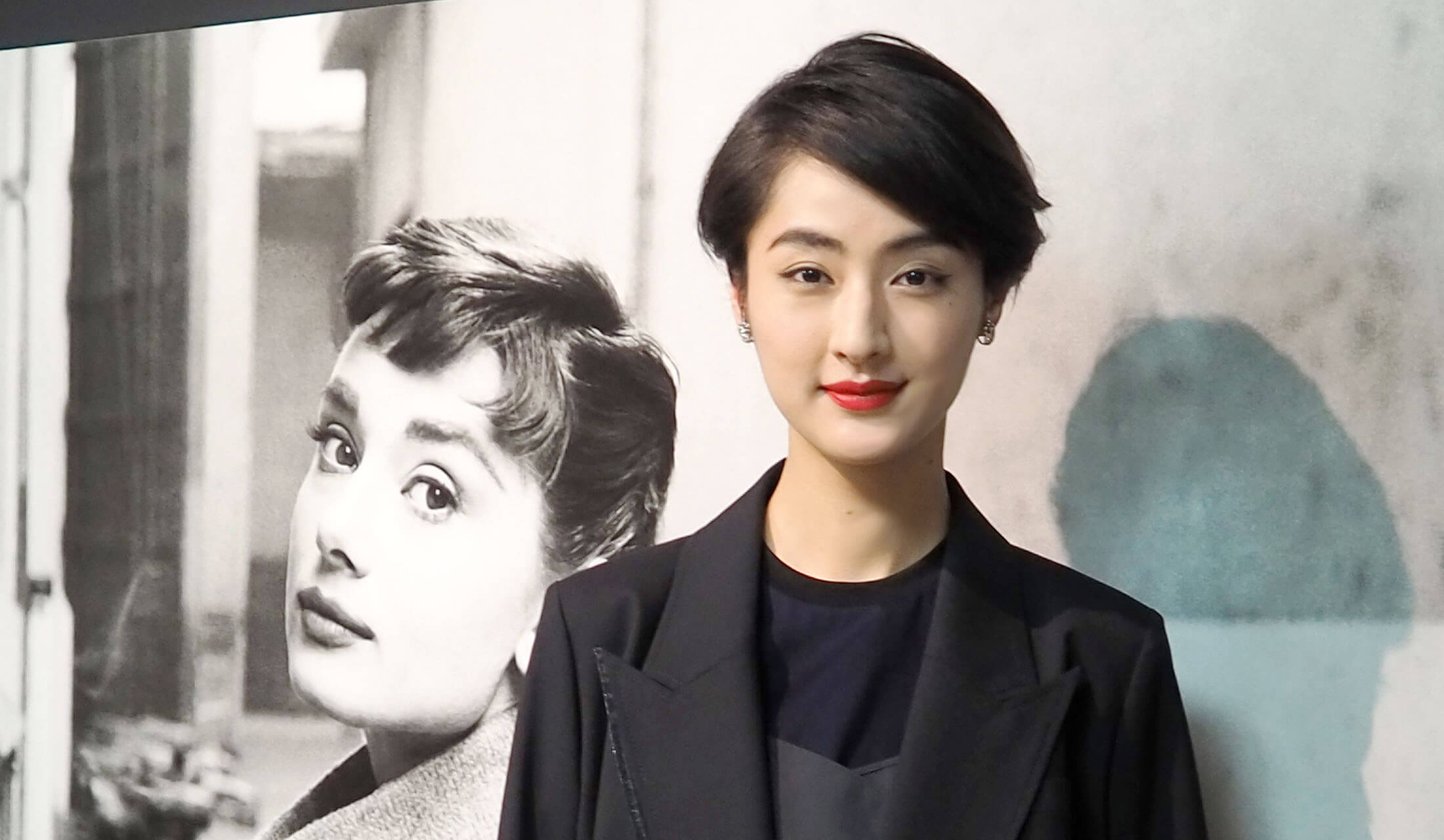 「写真展 オードリー・へプバーン」記者発表に登壇した、歌手・女優・モデルのシシドカフカさん