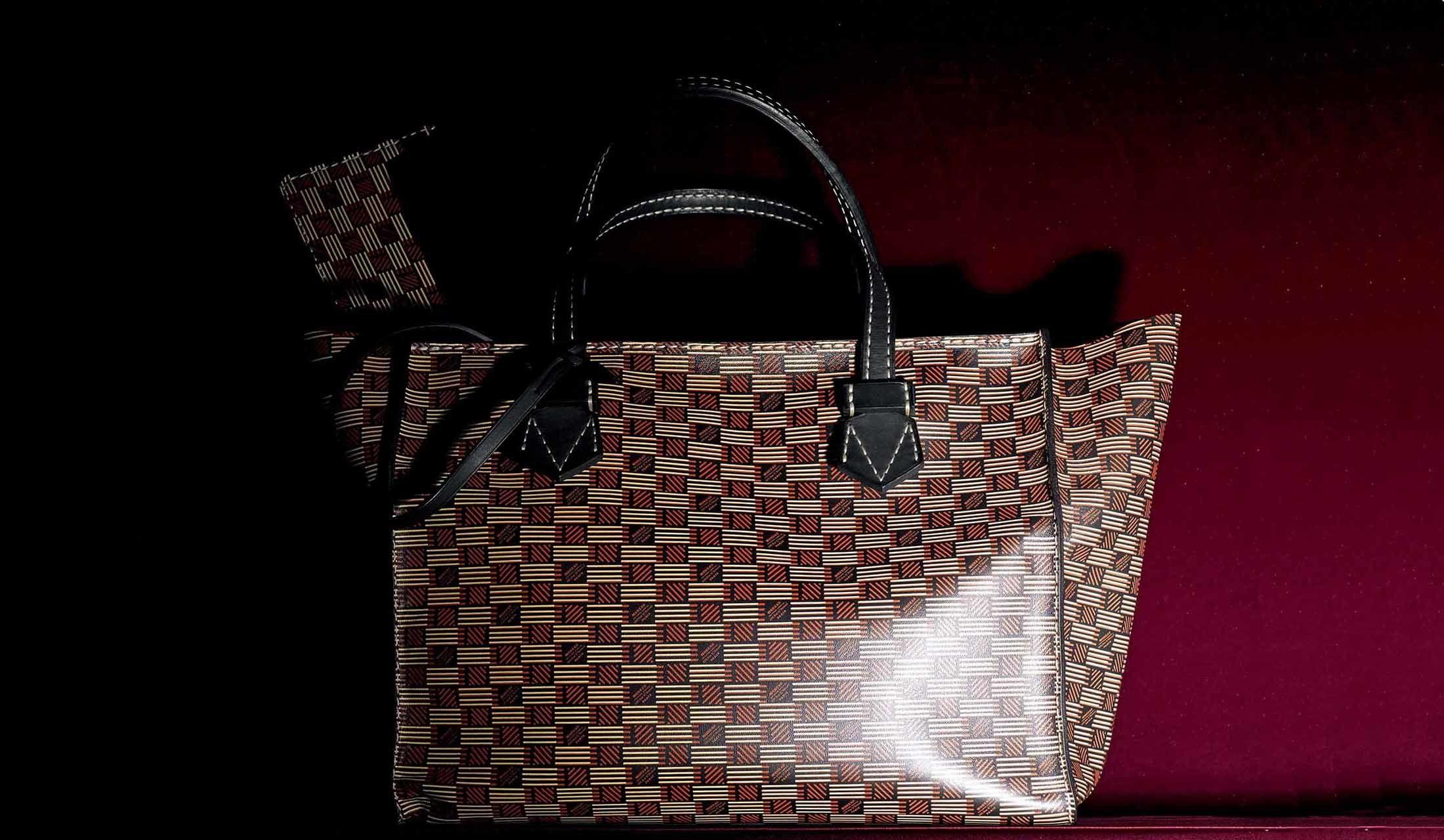 モロウ パリのバッグ