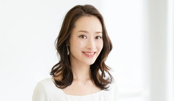 パサついて広がる髪は、韓流スタイルでツヤもまとまり感も手に入れる!
