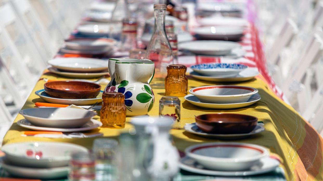 ズラリとテーブルに並ベられたお皿