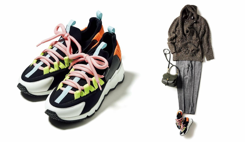 左/靴『トレック コメット』¥77,000(ピエール アルディ 東京)、右/靴 左と同じ、ニット¥276,000・ストール¥151,000(キートン)、パンツ¥33,000(トヨダトレーディング〈チルコロ 1901〉)、サングラス¥36,000(プロポデザイン)、バッグ¥43,000(三喜商事〈コチネレ〉)