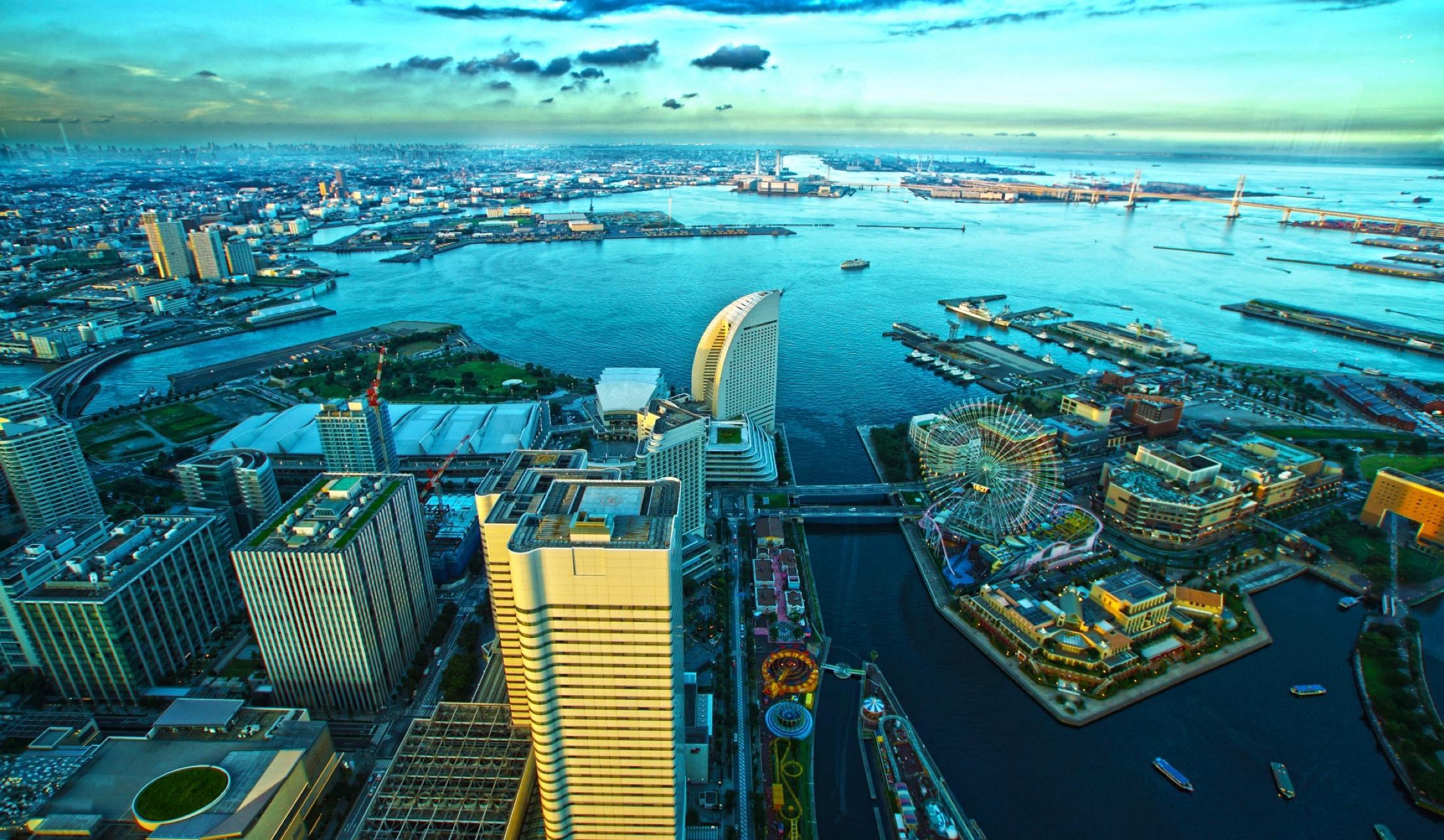 空から見た横浜の街並み