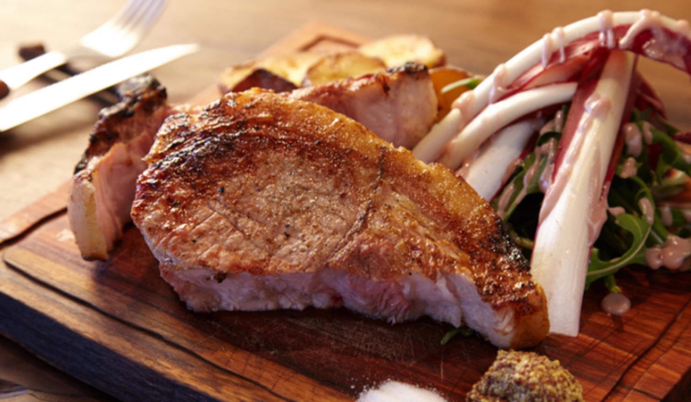 ラ ピヨッシュの肉料理
