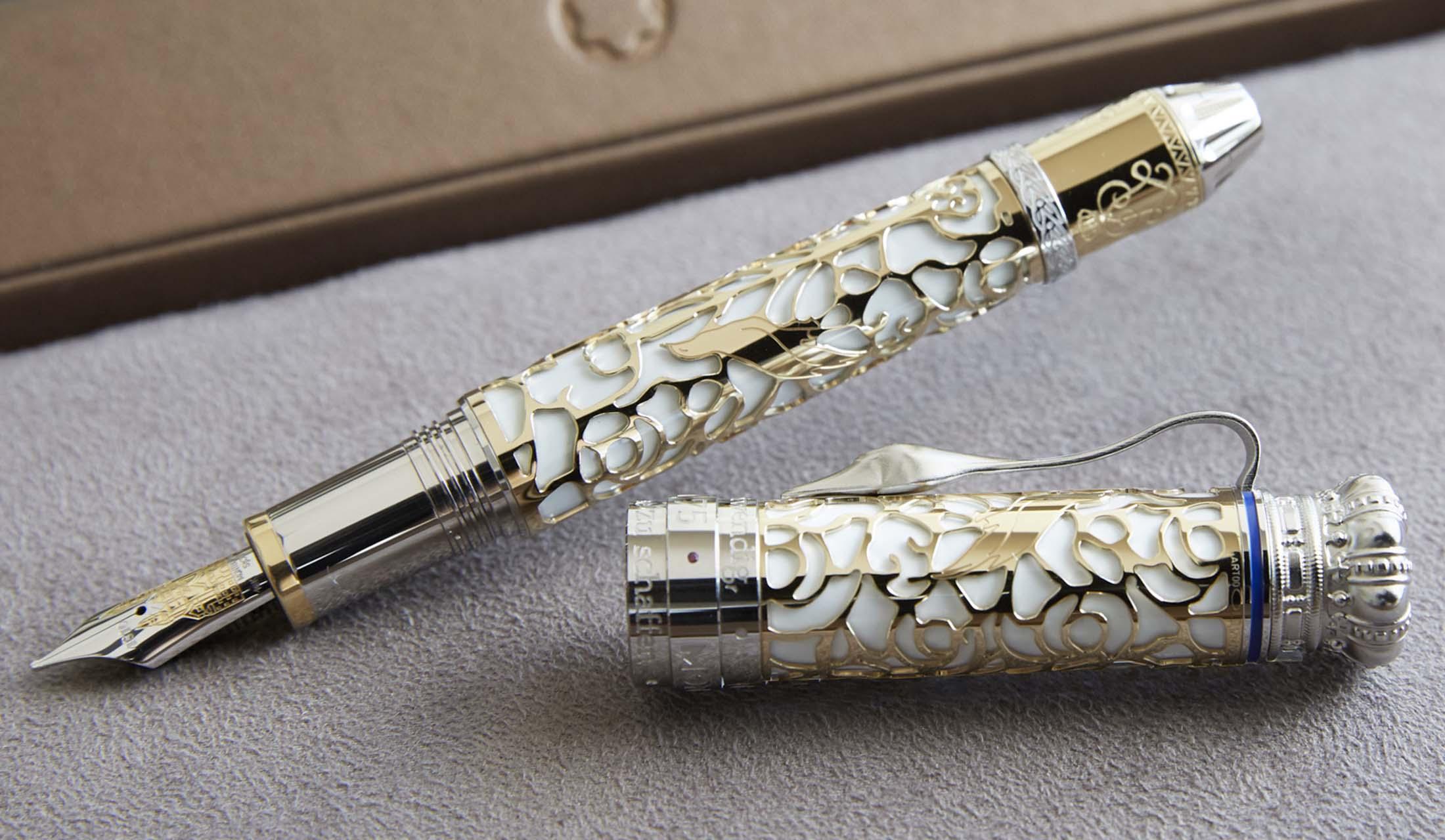 白鳥の首の形をしたクリップが特徴のモンブラン パトロンシリーズの万年筆