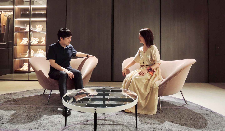 HOTEL VIU MILANのロビーで使われているモルテーニのソファに座る男女