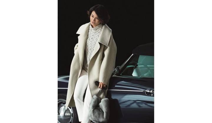 白コーデのモデル渡辺佳子