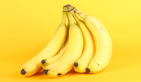 バナナで快眠!?専門家に聞く、真冬の「睡眠不足」対策とは?