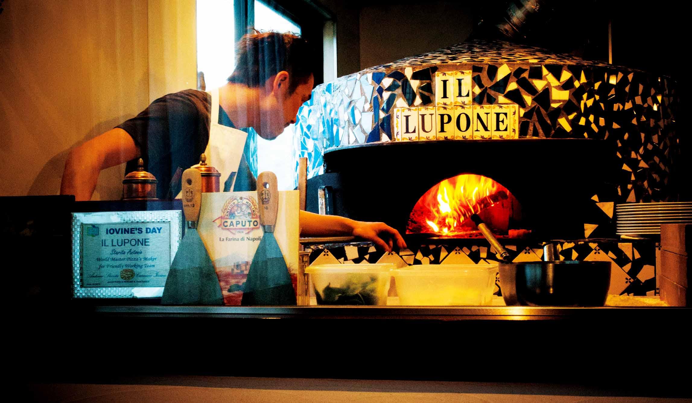 イル ルポー ネのピザ窯