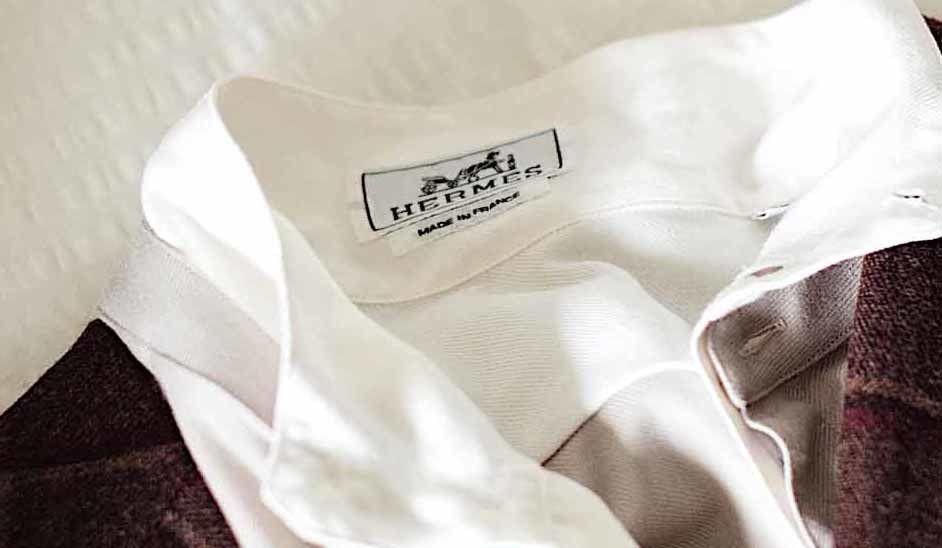 エルメスのシャツの襟元
