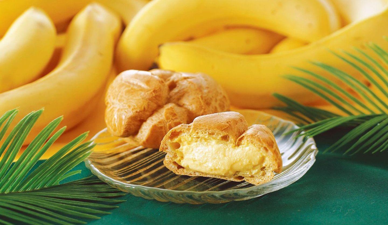 クイーンズ伊勢丹のバナナカスタードクリーム味のシュークリーム