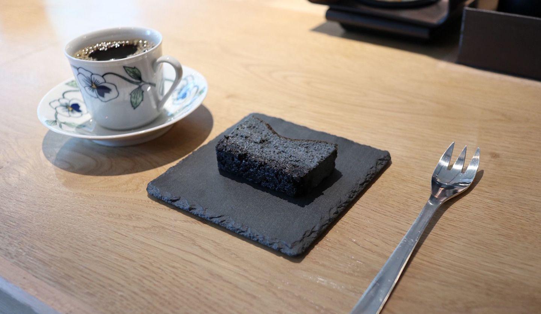 中目黒のカフェepulorのブラックチーズケーキ