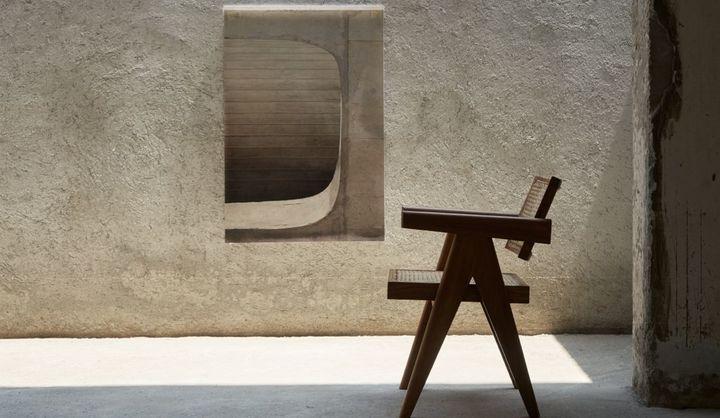 「ピエール・ジャンヌレの家具とアートのある暮らし」展