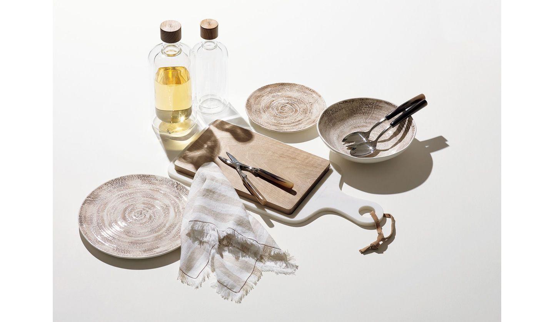 「ブルネロ クチネリ」のハンドメイドで作られたテーブルウエア