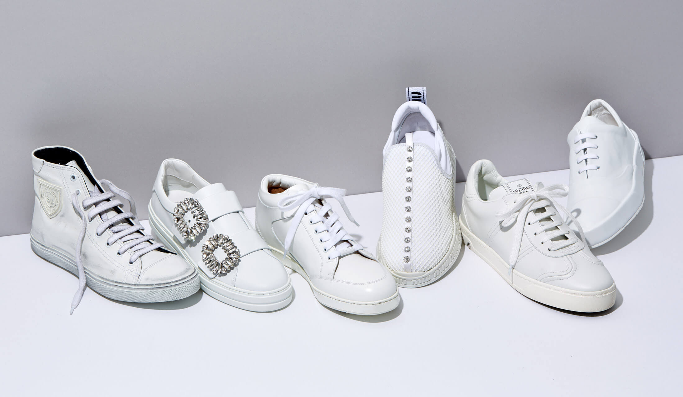 ラグジュアリーブランドの白スニーカー