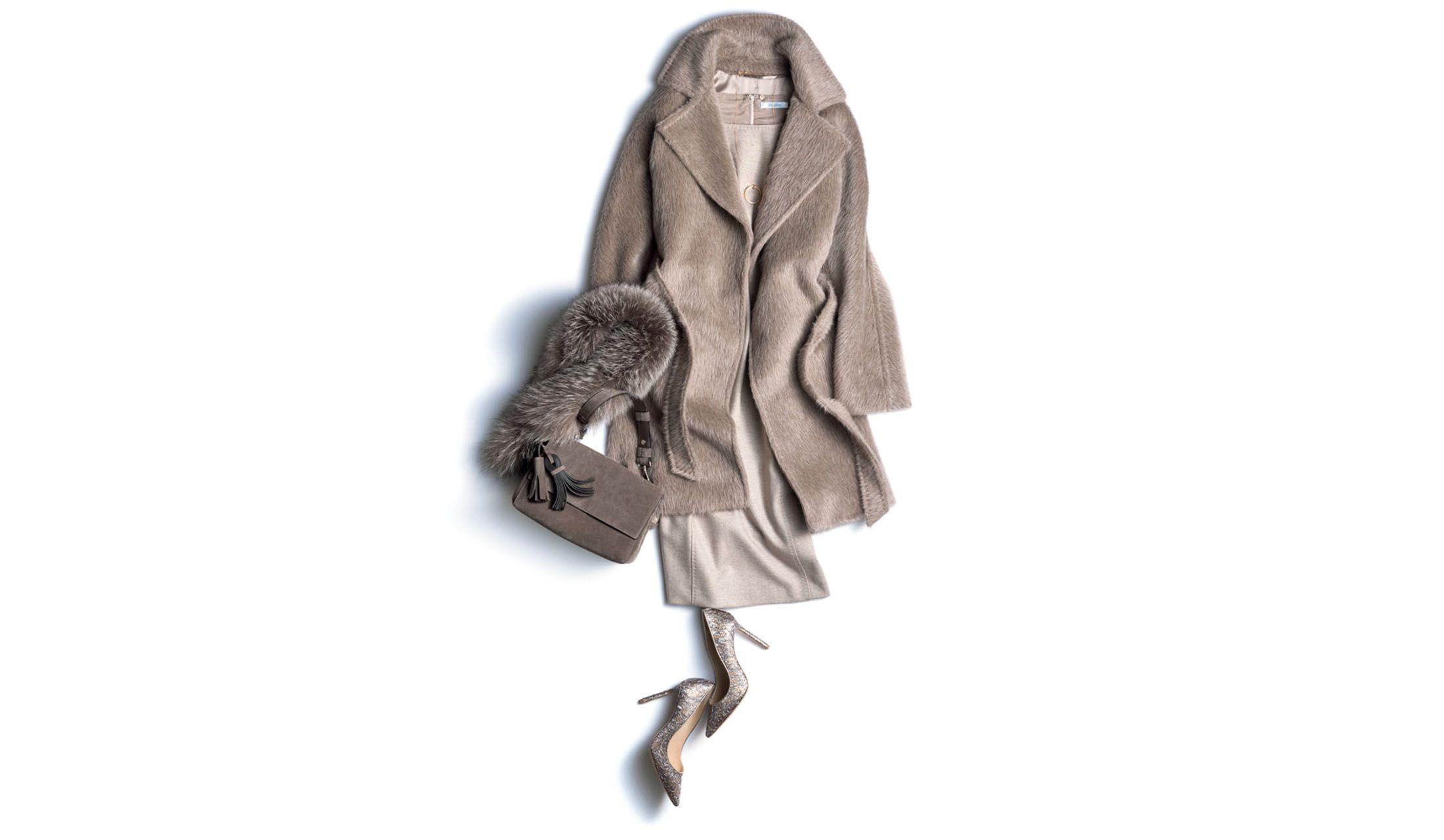 マックスマーラのコートを主役にしたグレージュのワントーンコーディネート