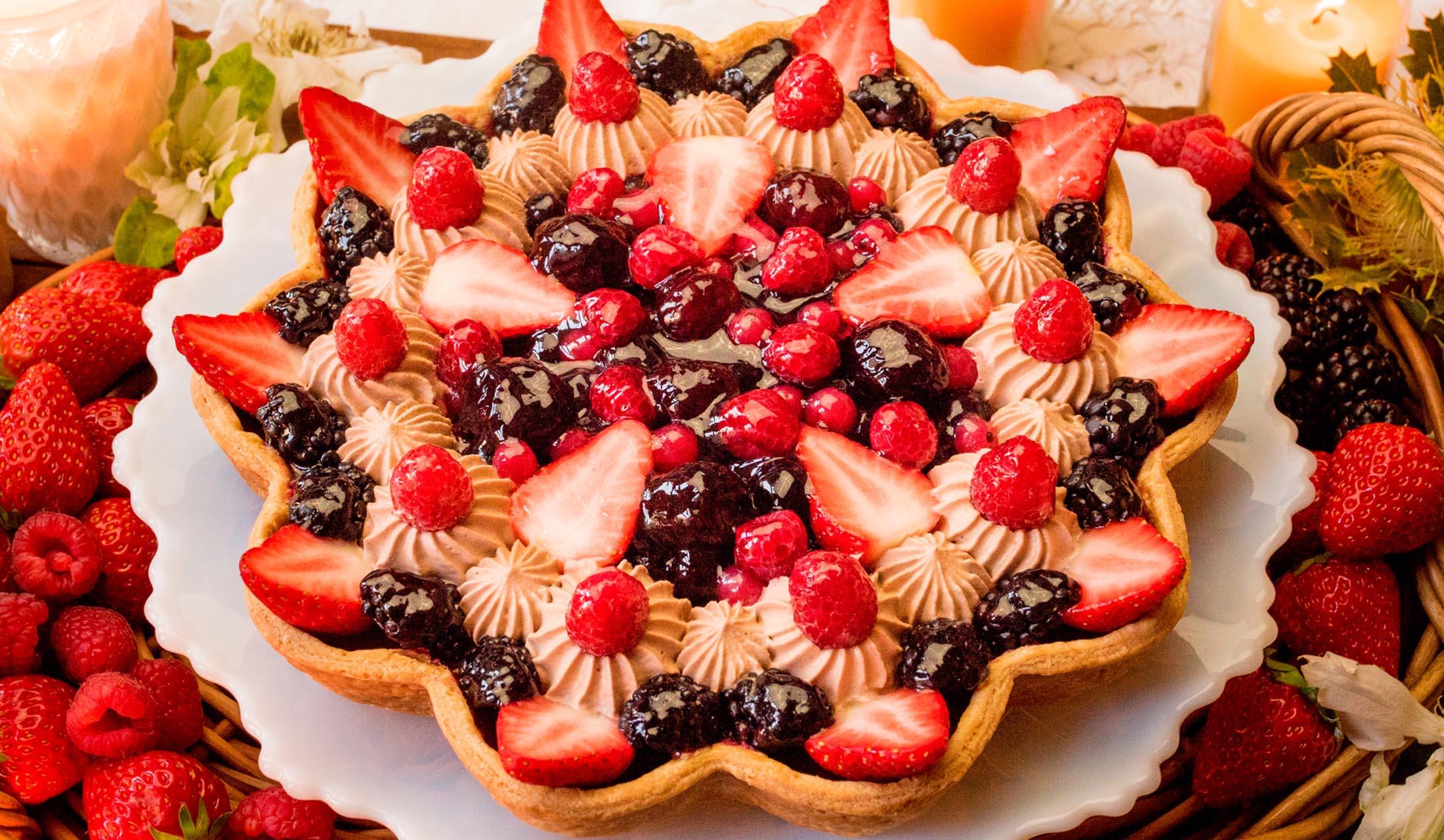 キル フェ ボン(Quil Fait Bon)の「輪花型 ミックスベリーのキャンドルナイトケーキ」