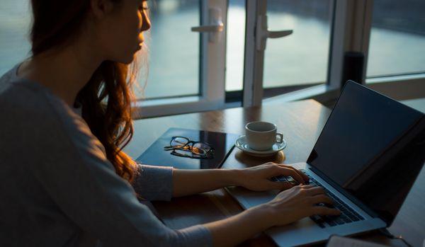 ビジネスパーソンは過労死寸前!最近になって「新たな職場でのストレス要因」が発覚