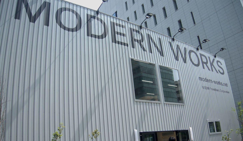 「MODERN WORKS」の「青山店(AOYAMA Limited Store)」外観