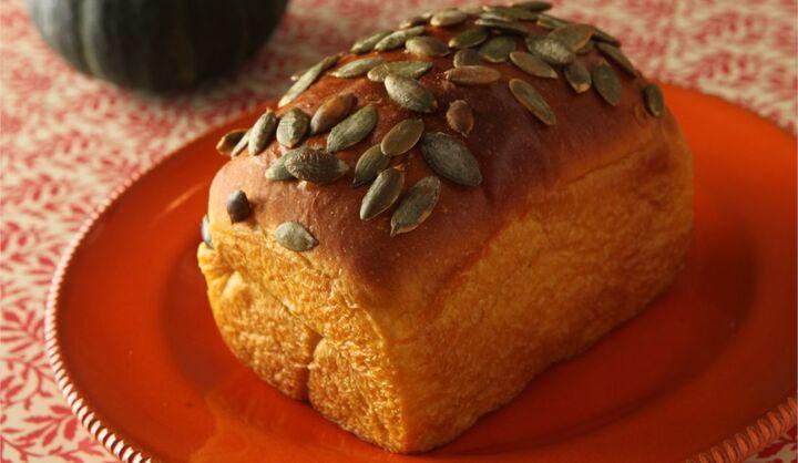 ジョエル・ロブションの季節限定「かぼちゃの食パン」をお取り寄せで楽しむ!公式オンラインショップで2020年9月24日(木)から『食バン2種セット』の受注がスタート。ジョエル・ロブションのベーカリーでパン職人が毎日一つひとつ丁寧に焼き上げる季節限定「かぼちゃの食パン」と「ショコラの食パン」の2種類セット