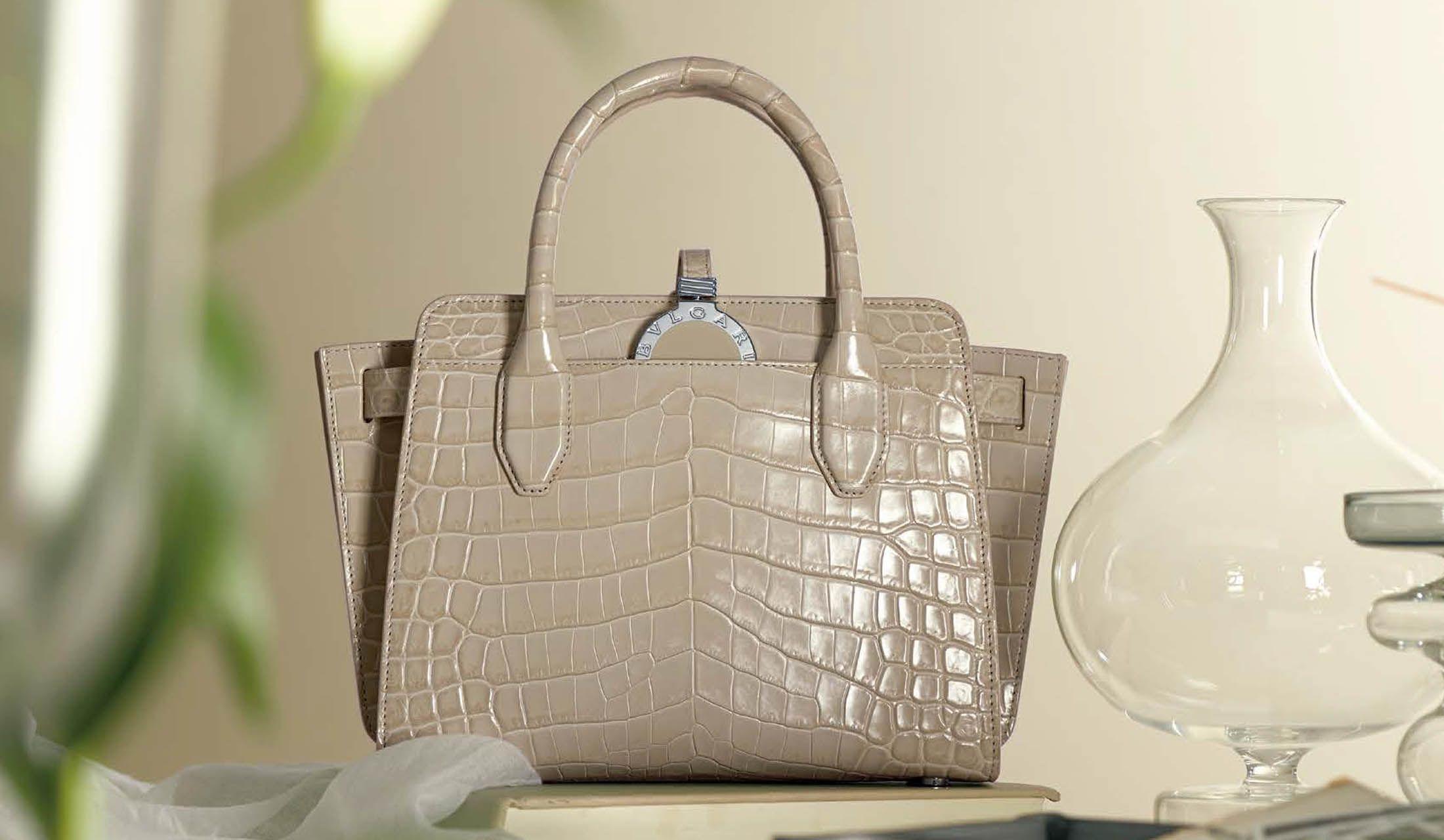 ブルガリ・ブルガリのバッグ「アルバ」
