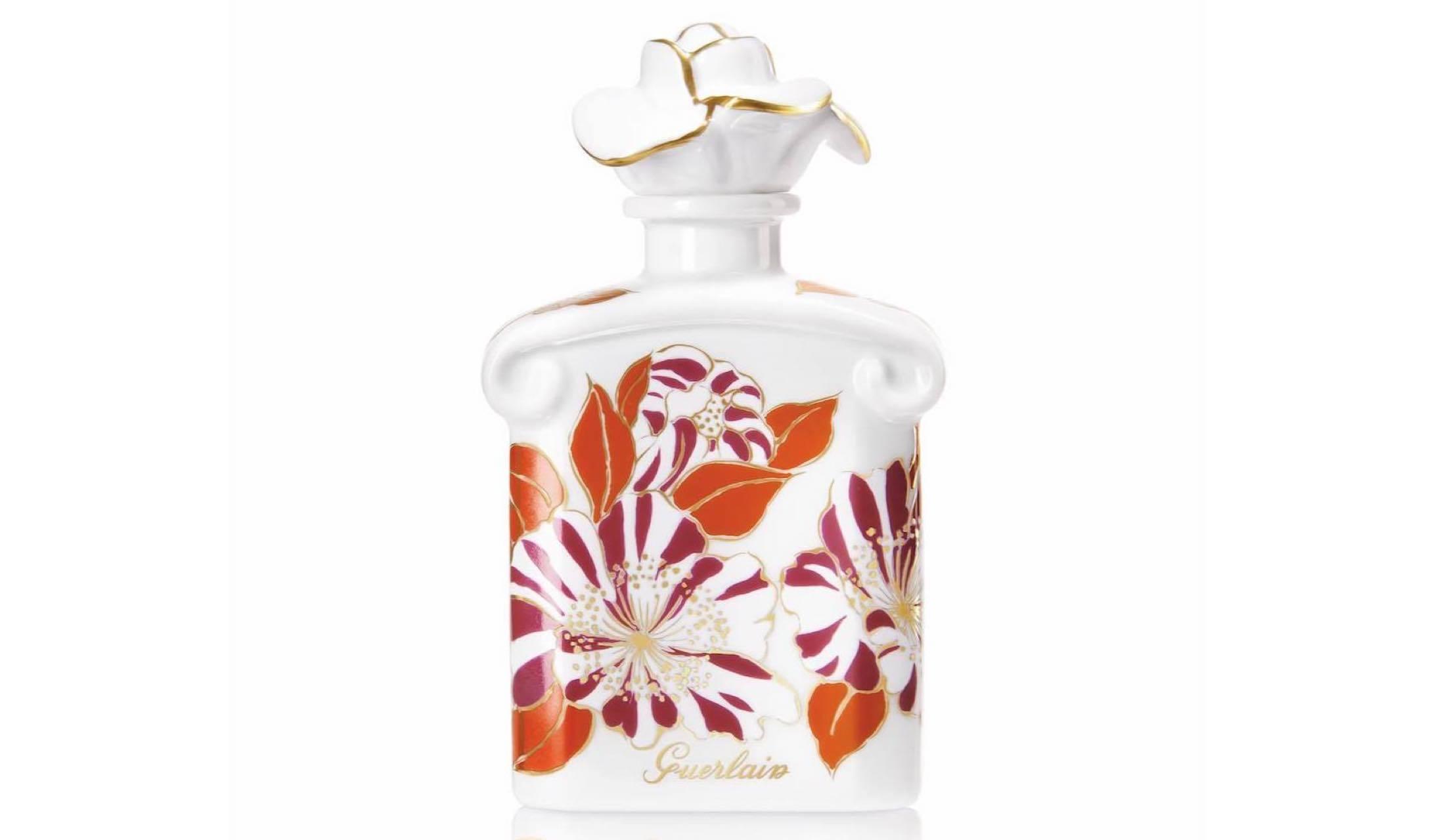 色鮮やかな花々が描かれたアートなゲランのボトル香水