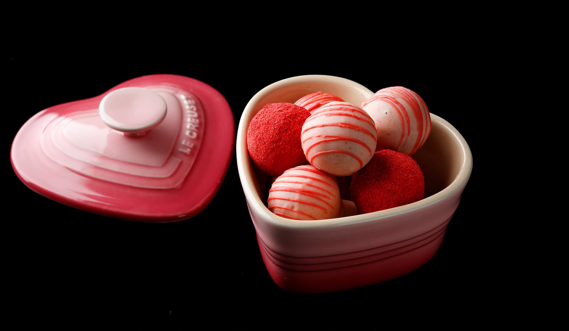 パレスホテル東京のル・クルーゼのハート型の器入りバレンタインチョコレート「クール」