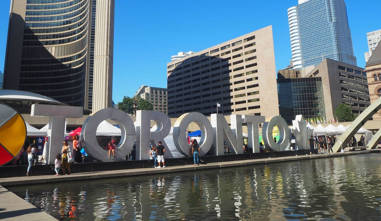 カナダ・トロントの撮影スポット「ネイサン・フィリップス・スクエア」