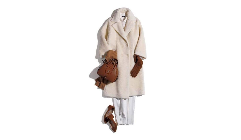 オフィススタイルにもマッチする大人のきれいめ白コートコーデ