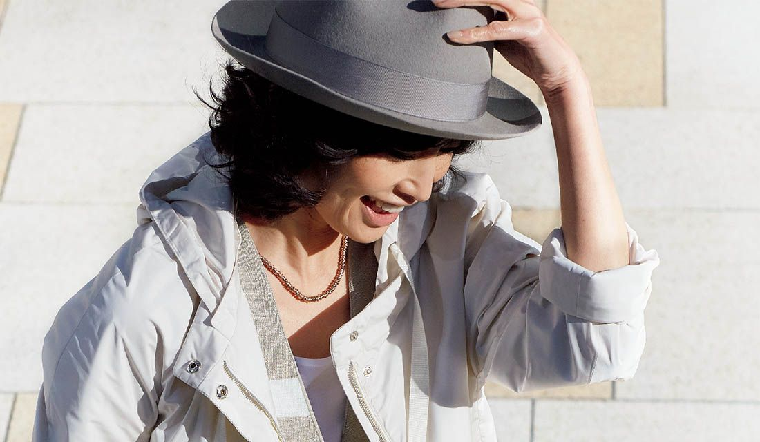 春夏の帽子スタイルに身を包んだモデル高橋里奈さん