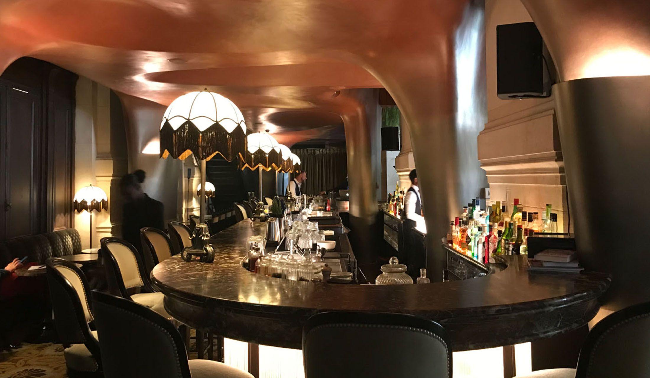 カフェ・レストラン「ココ」のバー・コーナー
